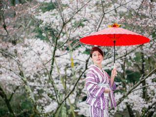 桜を背景に♡