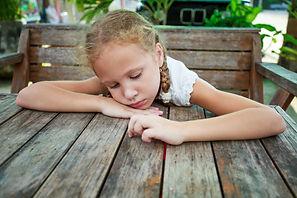Når du oplever at livet gør for ondt, at udfordringerne er blevet for store og hverdagen for udfordrende er det vigtigt at lytte til dine følelser- der findes ikke en rigtig måde at reagere på under sorg men det er uhyre vigtigt, at du kan håndtere det livsvilkår du står midt i uanset om det er sorg i forbindelse med død, egen eller andres sygdom.Kontakt sati-coaching.dk
