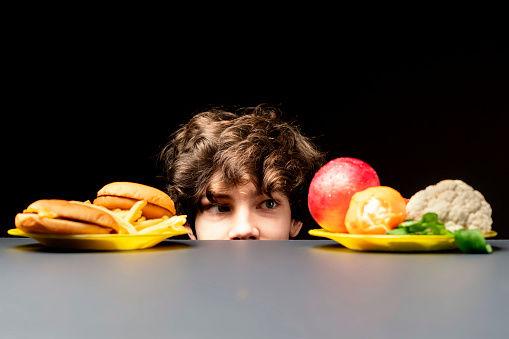 Comida saludable vs comida chatarra.jpg