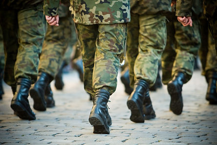 soldiers-march-in-formation-4HXBJ5V.jpg