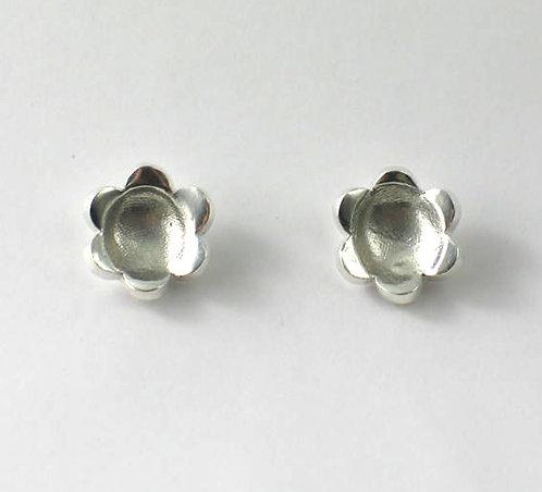 FT32: Flower Stud Earrings