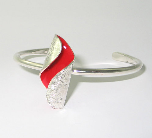 RT06: Small Silver and Enamel Bangle.