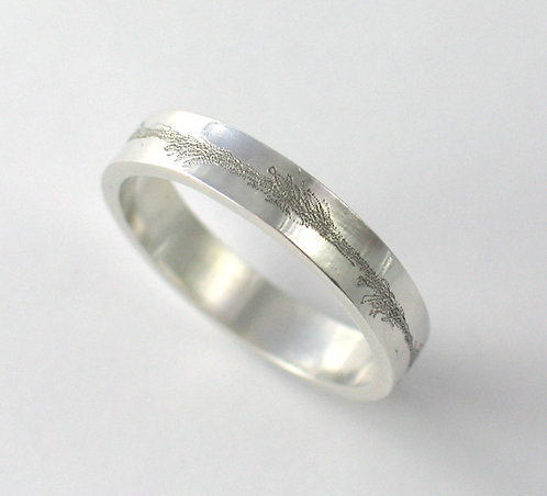 T016: Engraved Design. 3mm Ring.