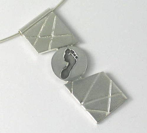 PT10: Diagonal Pendant.