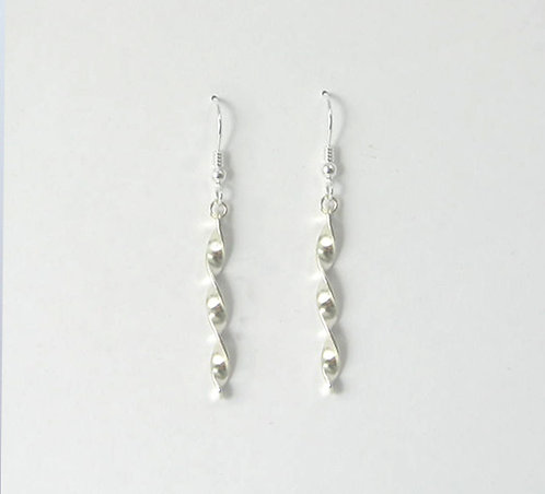 G002: Silver Twist Earrings.