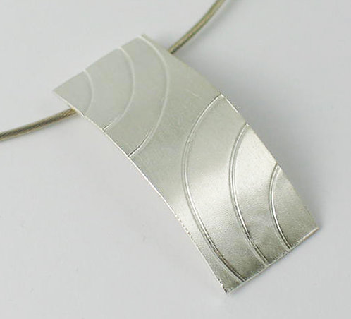 M010:Silver Curve Textured Pendant.