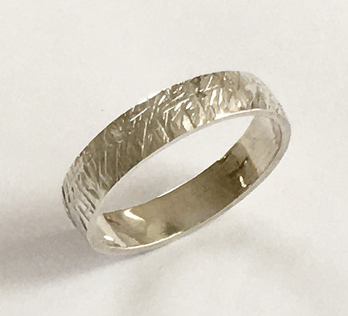 R003: Line Textured Design. 4mm Ring. Size T.