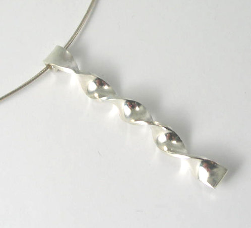 G008: Silver Twist Pendant.