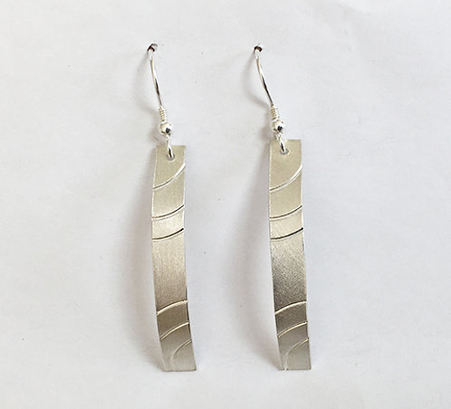 M011: Silver Curve Textured Earrings.