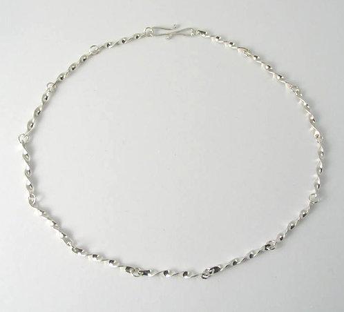 G003:Silver Twist Neclace.