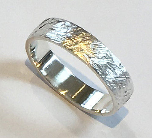 R004: Line Textured Design. 5mm Ring.