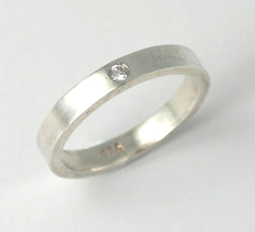 M021: Silver Flush-Set Ring. 3mm Ring.
