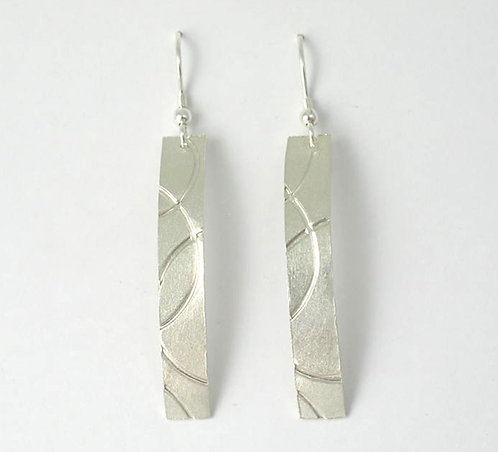 M009: Silver Curve Textured Earrings.