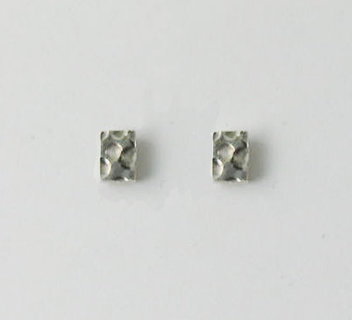 E005: Silver Dot Stud Earrings.