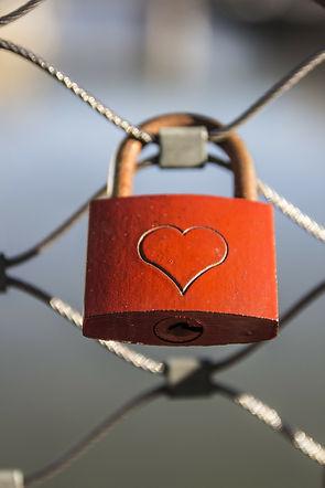 fence-love-padlock-lock-padlock-38866.jp