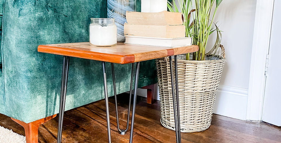 Small coffee table / Bedside table
