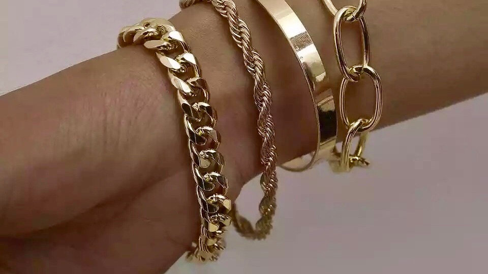 Pre-order  #brb Gold  4 piece charming bracelet set