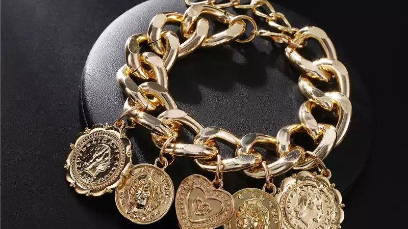 Retro chunky charm bracelet