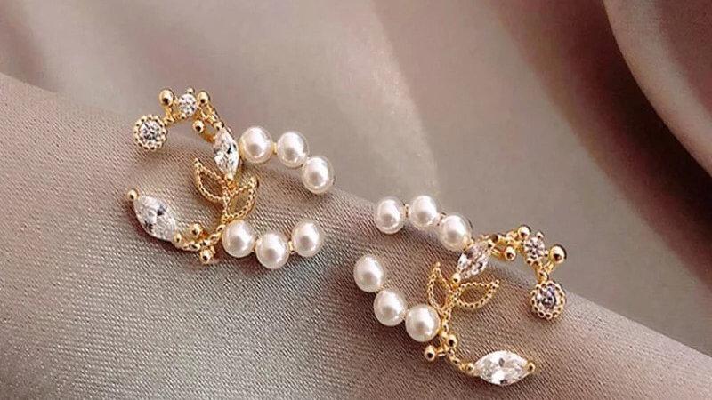 Vintage stud CC Diamond & pearl earrings