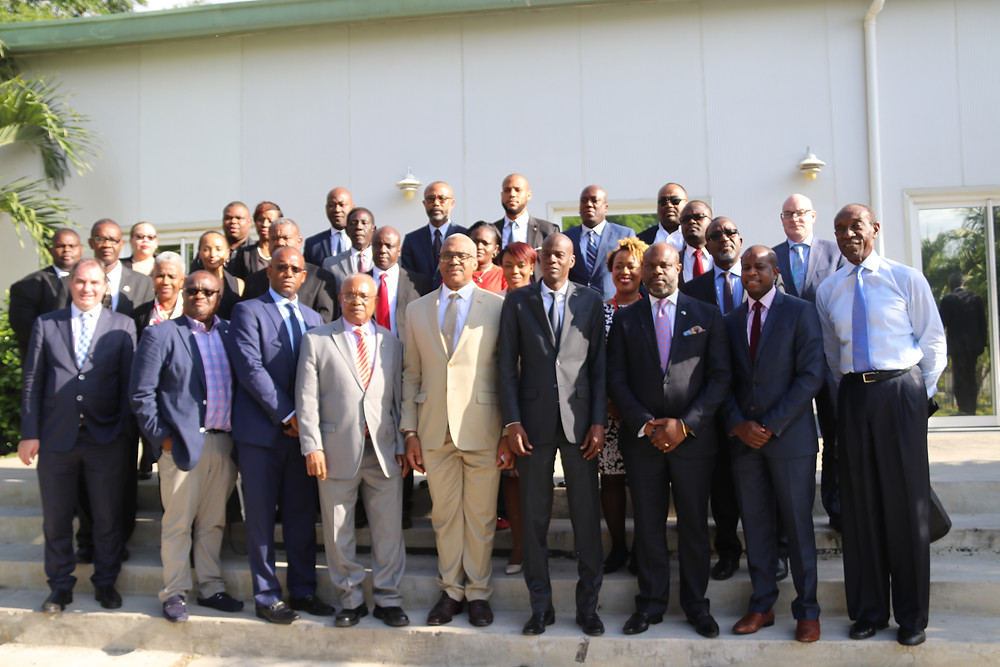Full Delegation Poses with President