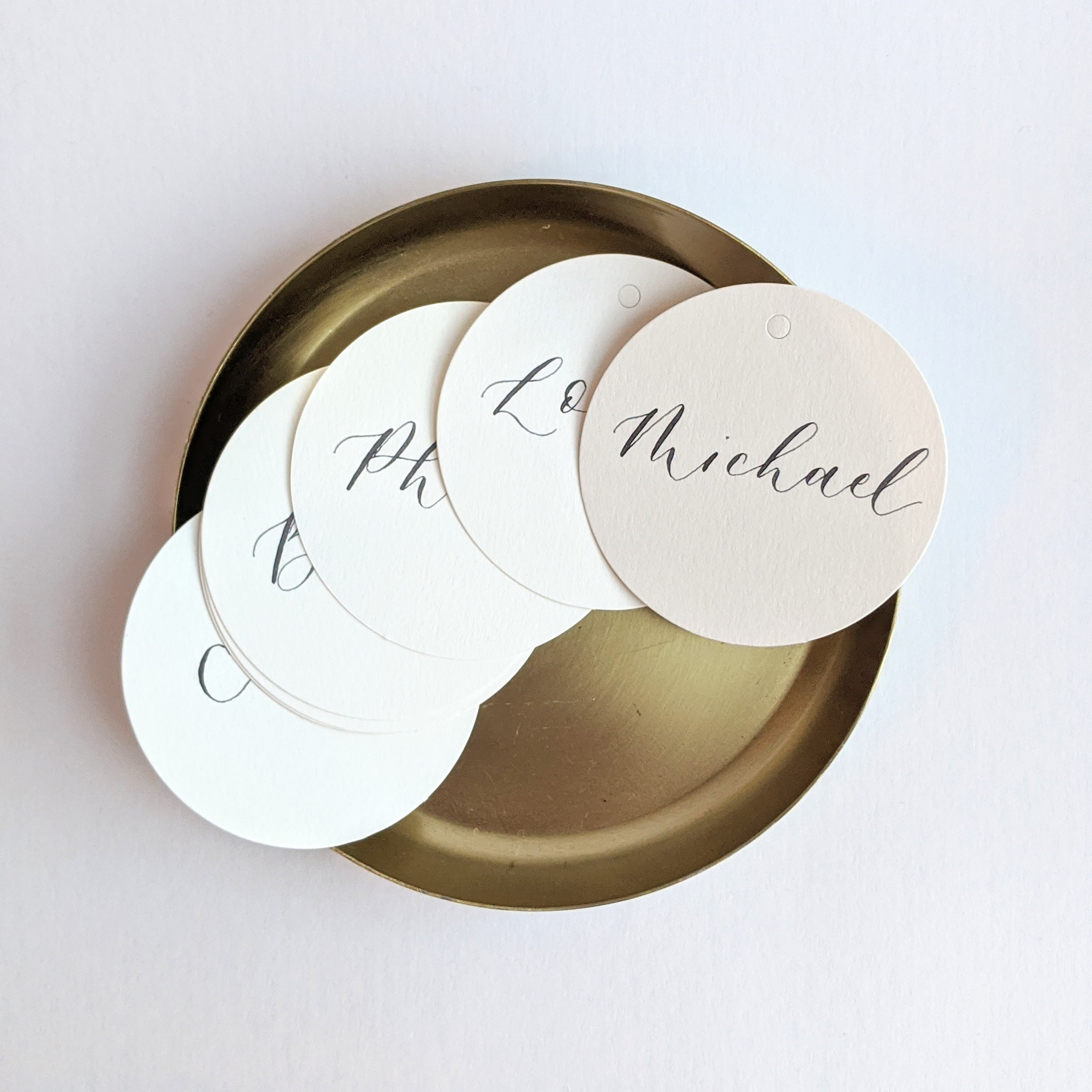 Round-place-card tags-modern calligraphy-wedding-place-cards