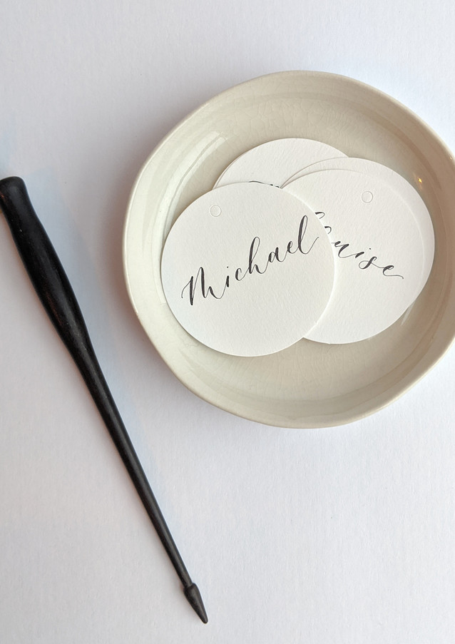 custom-calligraphy-round-gift-tags