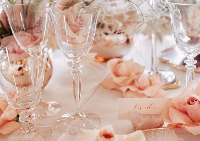 gold-calligraphy-place-cards-wedding
