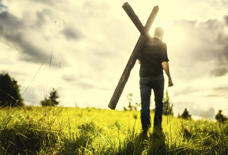 man-carrying-cross-of-Christ__1442148833_70.119.142.63