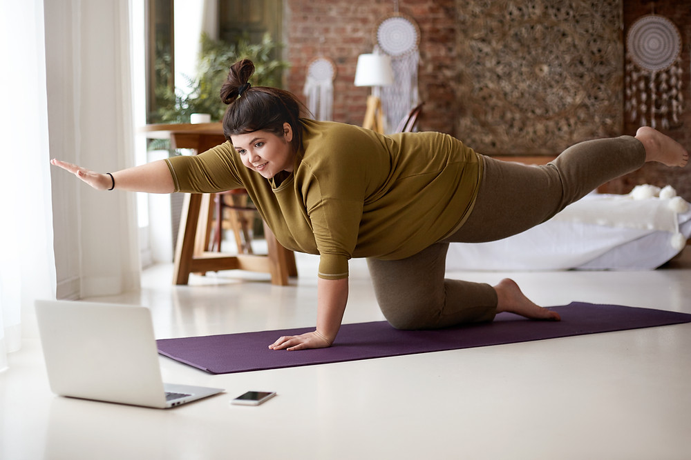 lady-doing-online-yoga-class