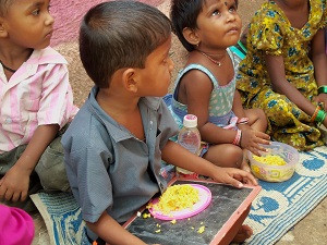 kids eating.jpg