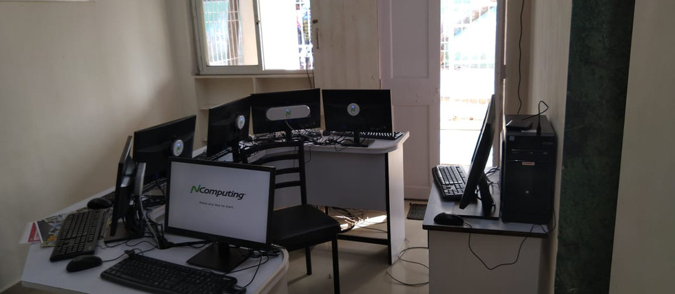 computer center295.jpg