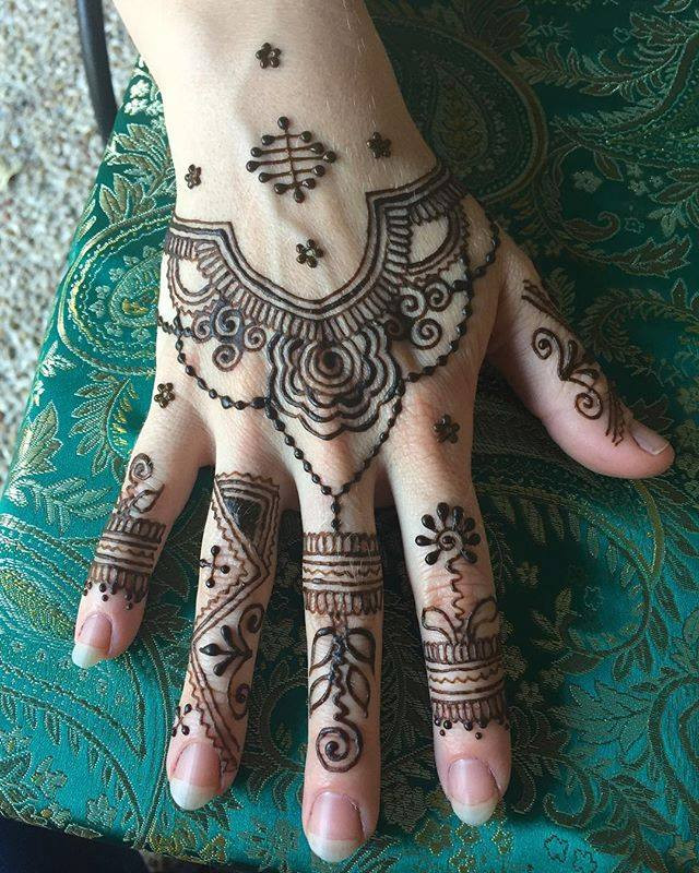 Henna by Scarlet Bee