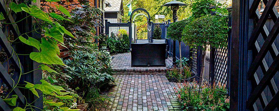side-yard-walkway