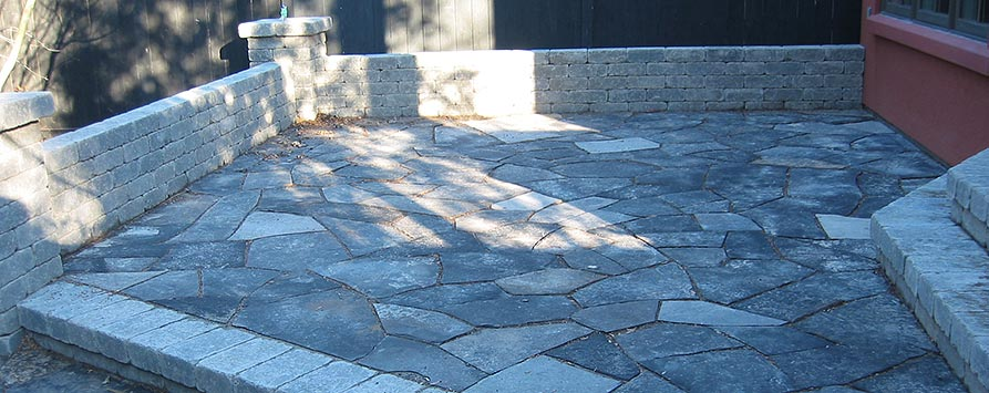 dimensional-stone-wall-and-wiarton-random-flagstone