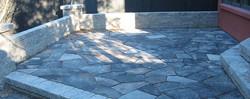 dimensional-stone-wall-and-wiarton-random-flagstone