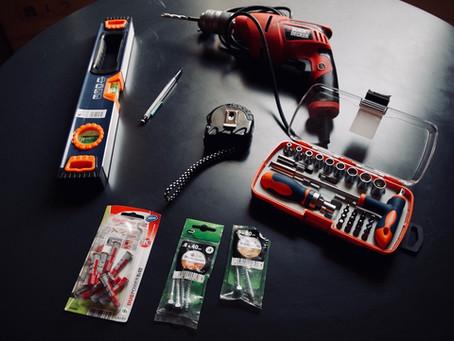 Le nécessaire du parfait poseur d'étagère (kit d'outils)