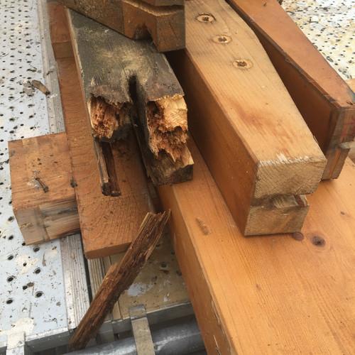 Ancrage de poutre pourrie sur charpente treillis