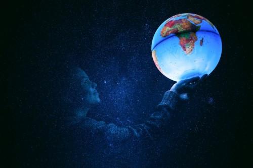 96-962104_women-globes-wallpaper-fondos-