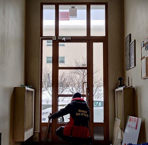 Ulko-ovi tilaustyönä yritykselle