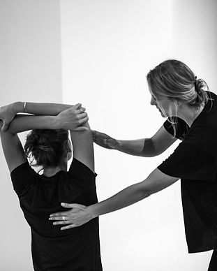 Tiffany Knafo Yoga doterra Paris
