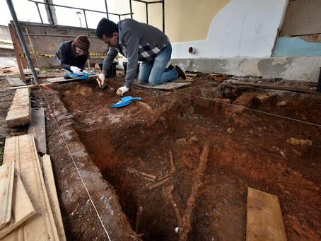 Museu Paranaense conduz escavações arqueológicas no centro histórico de Curitiba