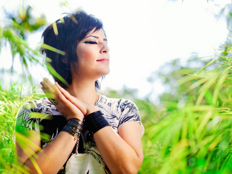 Fernanda Takai participa de apresentação com Trio Nikkei, em dezembro