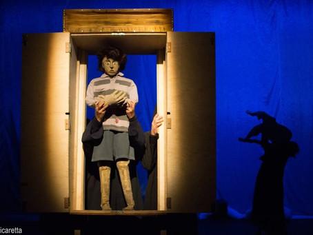 Teatro de bonecos apresenta espetáculo com acessibilidade em Libras