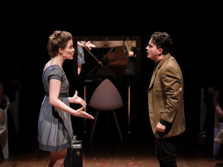 Cia Projétil de Teatro traz debate sobre linguagem e comunicação em espetáculo no Teatro Novelas Cur