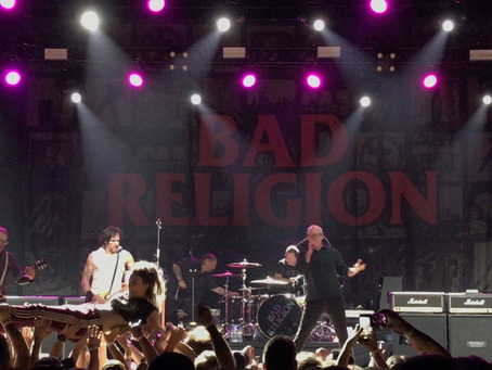"Segunda, dia de ""pogar"" com Bad Religion e The Offspring"