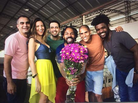 Roberta Espinosa e Samba do Mercado se apresentam em Curitiba, na próxima terça