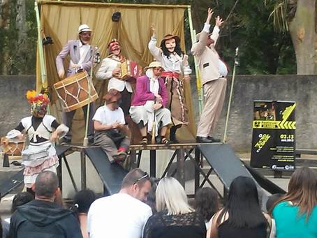 Poesia cantada e espetáculo de comédia romântica marcam últimos dias do Festival das Artes no Tatuqu
