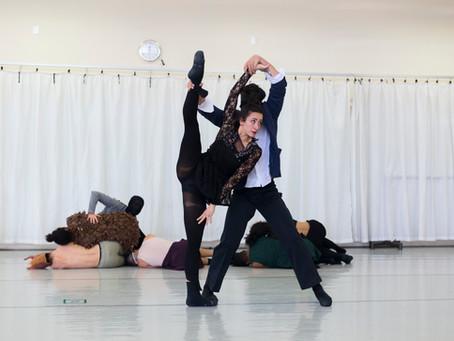 Dança contemporânea reúne público e bailarinos em cima do palco, nesta quarta e quinta-feira