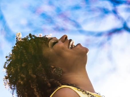 O samba essencial de Teresa Lopes no palco da Caixa Cultural