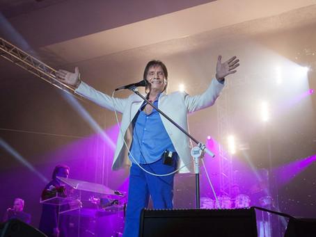 Roberto Carlos canta na Ópera de Arame nesta sexta